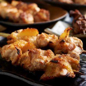 焼き鳥をはじめ人気の鶏料理が食べ放題で楽しめる亀有の居酒屋「とりいちず」